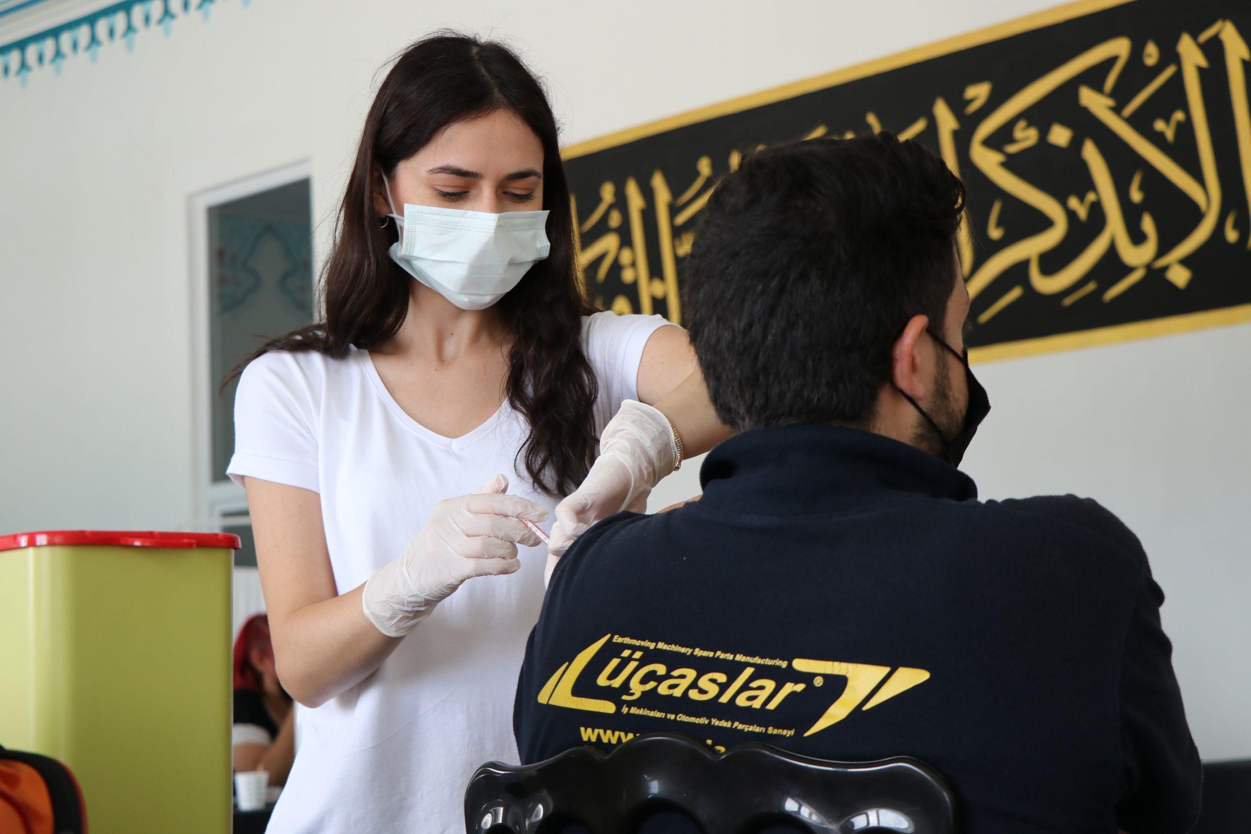 İMES Dilovası OSB'de 3 Günde 2 Bin Kişi Aşı Oldu